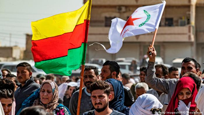 Syrien Raʾs al-ʿAin   Syrische Kurden nahe der Grenze zur Türkei (Getty Images/AFP/D. Souleiman)