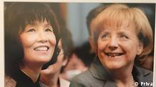 Huong Trute, antigua trabajadora por contrato en la RDA y Angela Merkel, canciller.