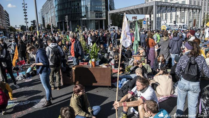 Protesto do Extinction Rebellion na Potsdamer Platz, em Berlim