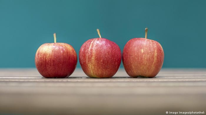 Symbolbild Äpfel auf Tisch