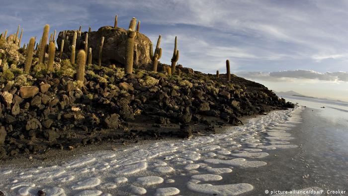Salinas no Salar de Uyuni, no departamento boliviano de Potosi
