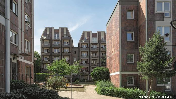 Residential multi-storey houses (Prester-Verlag/Hans Engels)