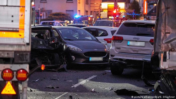Pamje e shkatërrimit: automjetet e dëmtuara nga kamioni