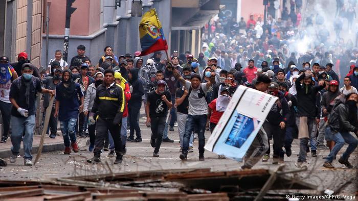 Ecuador Quito Protest gegen Sparmaßnahmen der Regierung (Getty Images/AFP/C. Vega)
