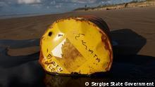 Brasilien | Umweltverschmutzung durch Ölfässer am Strand von Sergipe