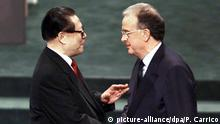 Macau | Zemin und Sampaio (1999) (picture-alliance/dpa/P. Carrico)