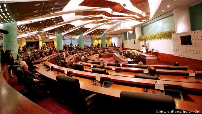 Macau | Neues Parlamentsgebäude von Macao eingeweiht (1999)
