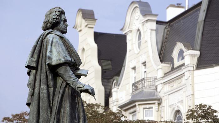 Das Beethoven-Denkmal auf dem Münsterplatz in Bonn