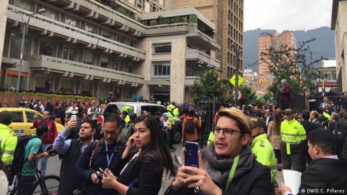 Manifestaciones en pro y en contra cerca de la Corte Suprema.