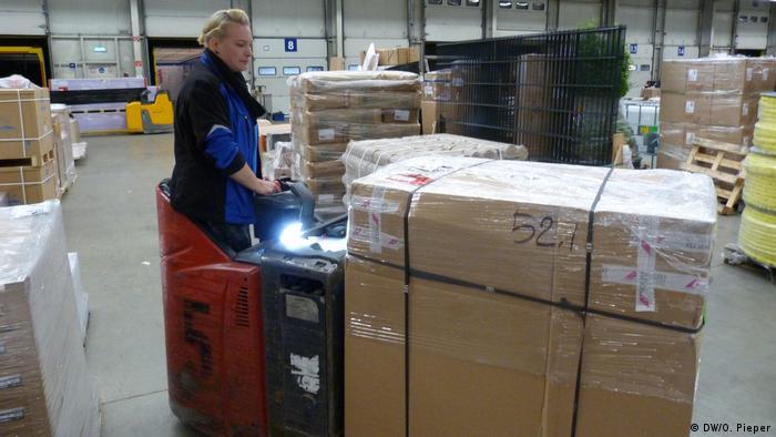 Deutschland Eschweiler | Hintzen Logistik | Kathi Radtke, LKW-Fahrerin (DW/O. Pieper)