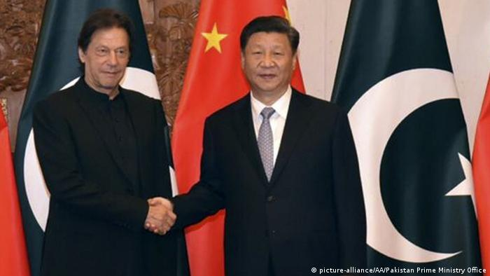 China Peking Imran Khan trifft Xi Jinping (picture-alliance/AA/Pakistan Prime Ministry Office)