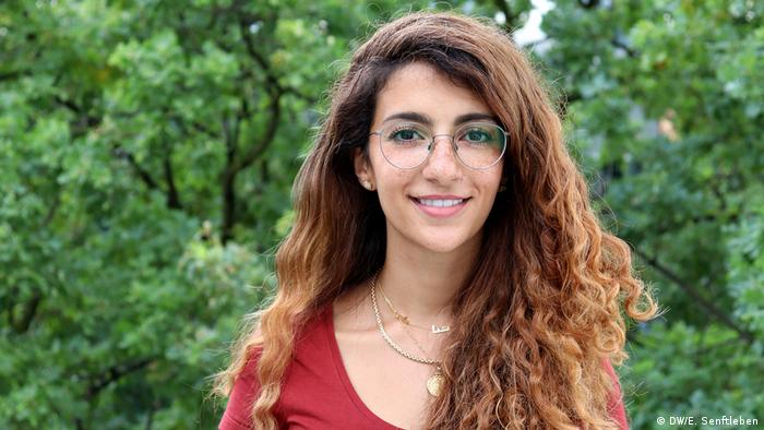 As a Saudi feminist and filmmaker my goal is to use the power of media to tell world stories – stories about people you would otherwise never meet, see or hear about. International Media Studies Masterstudiengang - 11. Jahrgang 2019-2021 | Dana Aldini (DW/E. Senftleben)