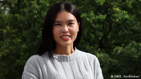 Zuvor habe ich Internationale Beziehungen studiert und im Bereich PR gearbeitet. Nun möchte ich meine Fähigkeiten für meine zukünftige Karriere verbessern und glaube, dass die DW als Medienunternehmen mit vielfältigen Themen der beste Ort für mich ist, um mein Wissen zu vertiefen. Ich freue mich sehr darauf, zwei Jahre mit Menschen unterschiedlicher Herkunft, Kultur und Herkunft zu verbringen. International Media Studies Masterstudiengang - 11. Jahrgang 2019-2021 | Ying-I Chen (DW/E. Senftleben)