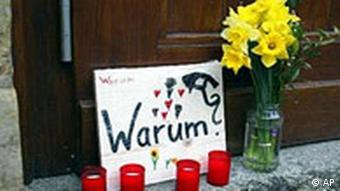 Amoklauf in Erfurter Schule - Kerzen und Blumen
