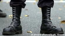 Pair of jack-booted feet (picture-alliance/dpa/B. Thissen)