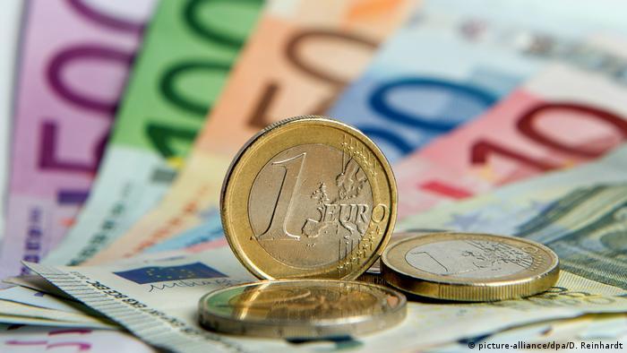 Купюры и монеты евро