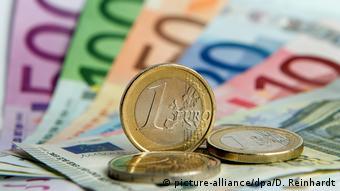 Όσο δεν επισπεύδονται μεταρρυθμίσεις στην ευρωζώνη, το ευρώ παραμένει αδύναμο