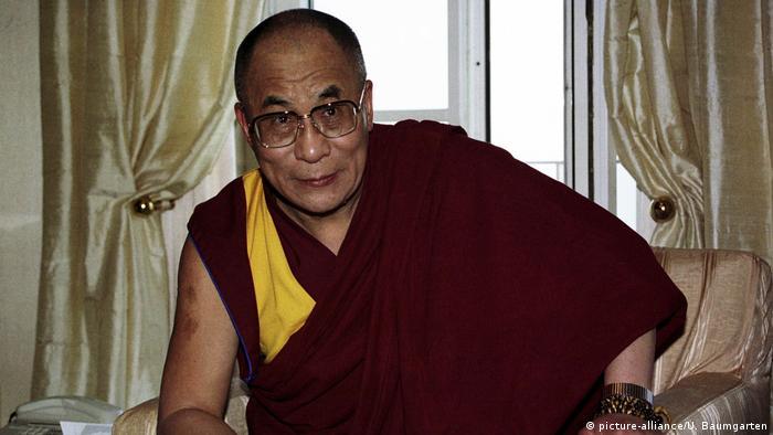 زعيم التيبت الروحي الدلاي لاما يعيش في المنفى ويكافح سياسيا للحصول على استقلال التيبت عن الصين