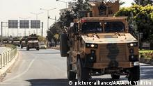 09.10.2019 KILIS, TURKEY - OCTOBER 09: Turkish Armed Forces' armoured vehicles and armored personnel carriers, carrying Turkish commandos move towards to Turkey's Syrian border as they are being dispatched to support the units at the border, in Kilis, Turkey on October 09, 2019. Abdulkadir Huseyin Yildirim / Anadolu Agency | Keine Weitergabe an Wiederverkäufer.