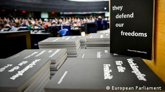 Buch The defend our rights, Brüssel