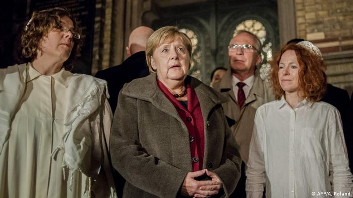 German Chancellor Angela Merkel (C) talks to Rabbi Gesa Ederberg (AFP/A. Roland)