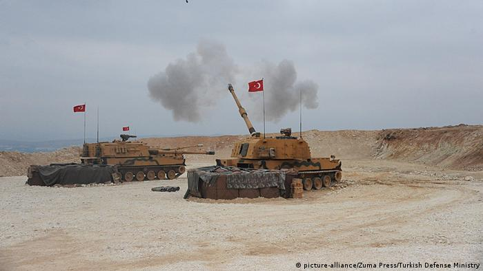 Syrien Konflikt Grenze Türkei | Türkischer Panzer (picture-alliance/Zuma Press/Turkish Defense Ministry)