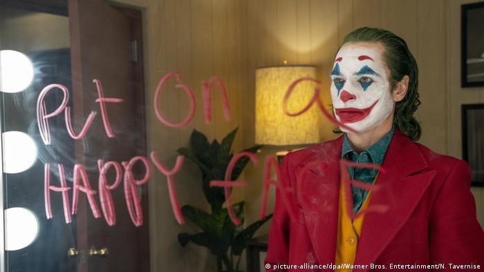 Joaquin Phoenix as Joker (picture-alliance/dpa//Warner Bros. Entertainment/N. Tavernise)