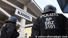 Polizei bei Demonstration in Kandel