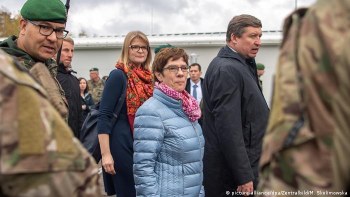 Litauen   Verteidigungsministerin reist in die baltischen Staaten