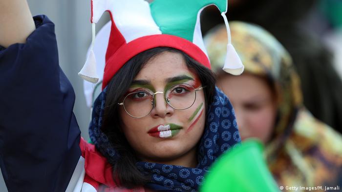 Iran   WM Fußball Qualifikation Qatar 2022   Iran vs Kambodscha   weibliche Fans (Getty Images/M. Jamali)