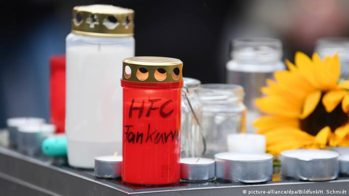 candles, flower r (picture-alliance/dpa/Bildfunk/H. Schmidt)