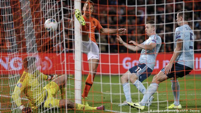Em Qualifikation Niederlande Gelingt Last Minute Erfolg