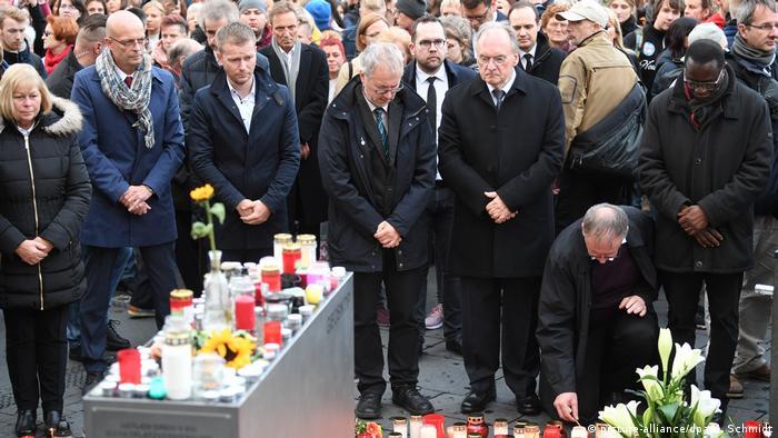 Траур по погибшим в теракте в Галле