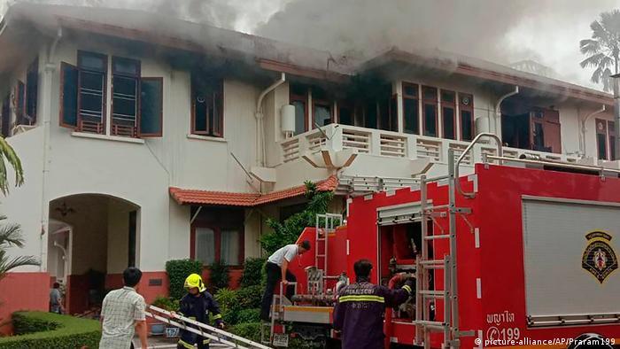 Thailand Bangkok Feuer in Botschaft von Indonesien (picture-alliance/AP/Praram199)