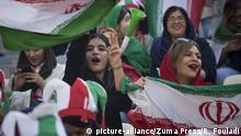 Iran WM-Qualifikation Fußball   Iran vs. Kambodscha   weibliche Fans