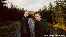 Irland Musik-Duo Wrapped In Plastic