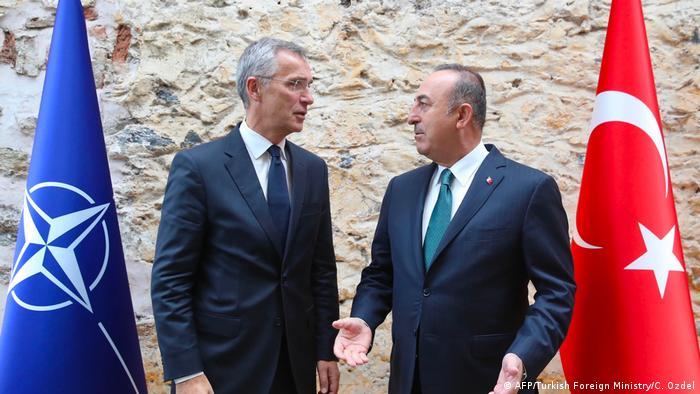 Stoltenberg s turskim ministrom vanjskih poslova Cavusogluom u Istanbulu