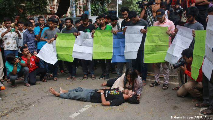 Bangladesch Dhaka | Proteste wegen Mord an einen Studenten (Getty Images/AFP/R. Asad)