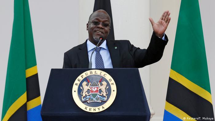 Tanzanian President John Magufuli waves while delivering a speech in Kenya (Reuters/T. Mukoya)