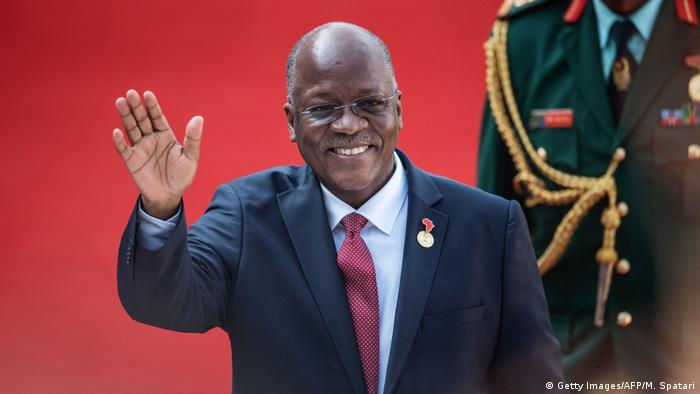 John Magufuli waves during an event in South Africa (Getty Images/AFP/M. Spatari)