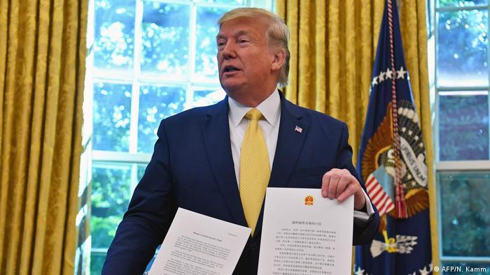 USA Liu He und Donald Trump in Washington (AFP/N. Kamm)