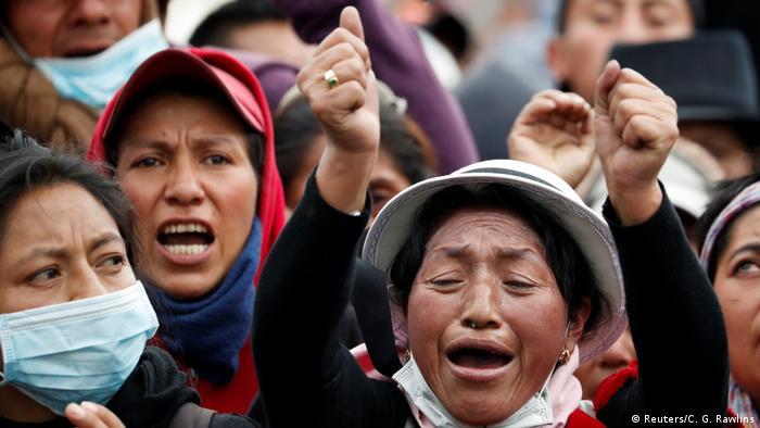 Ecuadorian women protesting (Reuters/C. G. Rawlins)