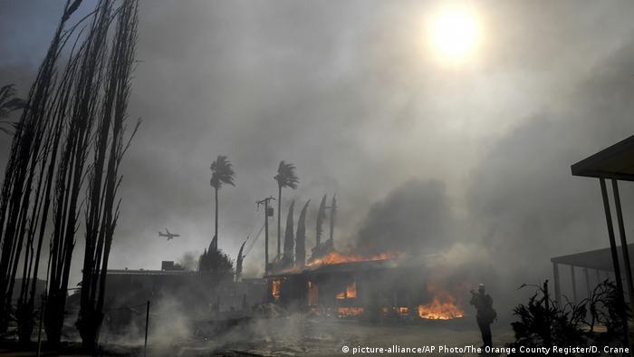A fire in Calimesa, California burns a mobile home park