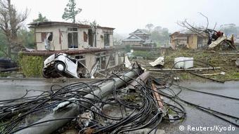 Japan Unwetter l Zerstörung durch den Taifun Hagibis in Ichihara (Reuters/Kyodo)