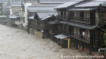 Japan Unwetter l Taifun Hagibis in Ise (picture alliance/dpa/Kyodo)