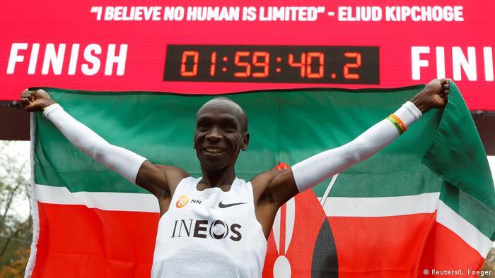 Eliud Kipchoge katika ushindi wake wa mbio za marathoni mnamo Oktoba 12, 2019 mjini Vienna, Austria.