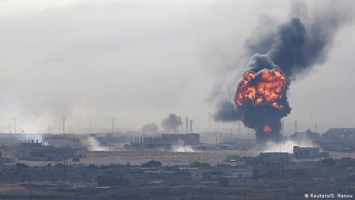 Столбы дыма после авианалета на Рас-эль-Айн, 12 октября 2019 года
