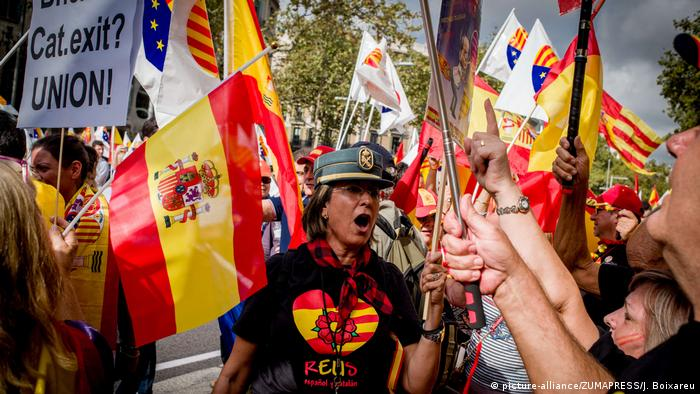 Spain: Thousands protest Catalan independence