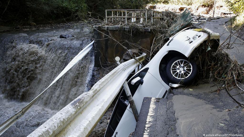 Typhoon Hagibis tears across Japan | News | DW | 12.10.2019 on