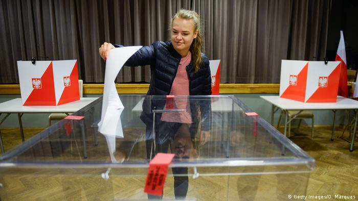 Polen Wahlen l Wahlstation - Stimmabgabe (Getty Images/O. Marques)